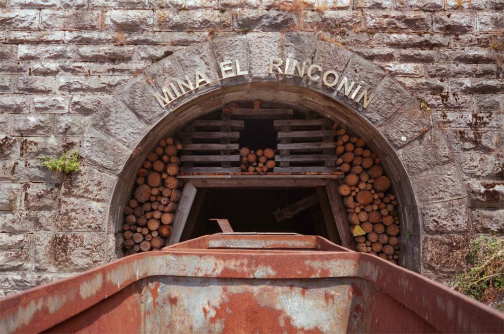 Monumento/recuerdo a la s labores del carbón, en Brañuelas