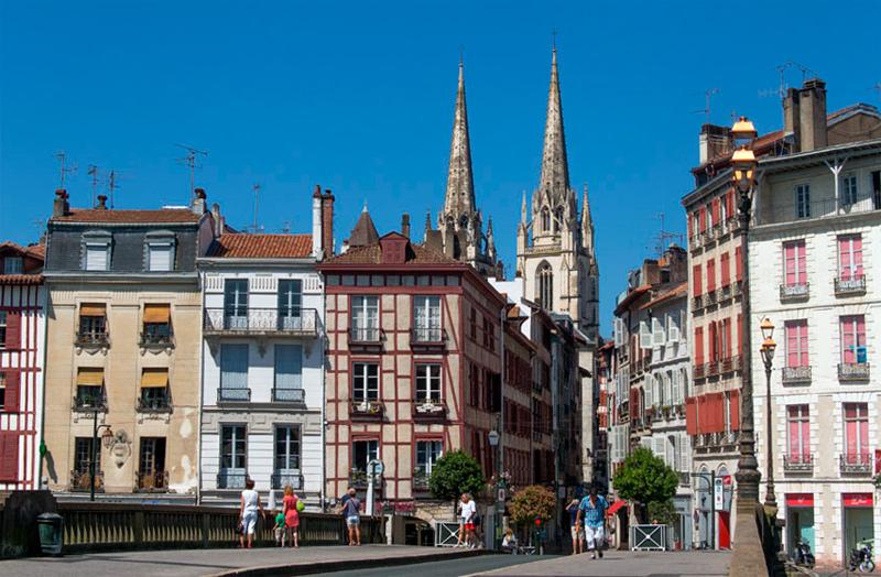 Bayona, Francia