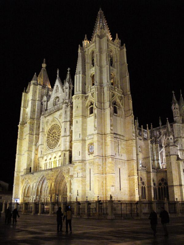 catedral de león, imagen nocturna