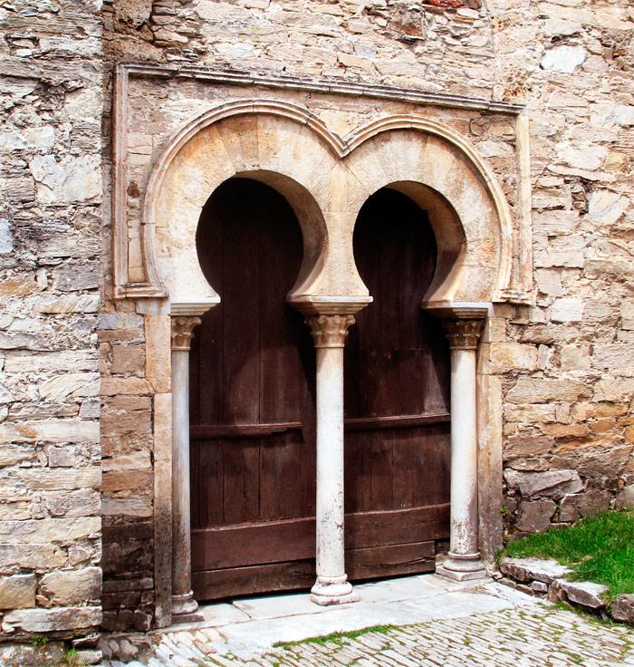 Portada iglesia de Santiago de Peñalba