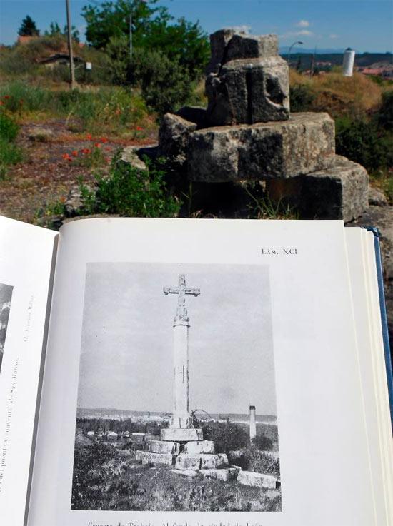 Restos de la Cruz gótica de Trobajo del Camino