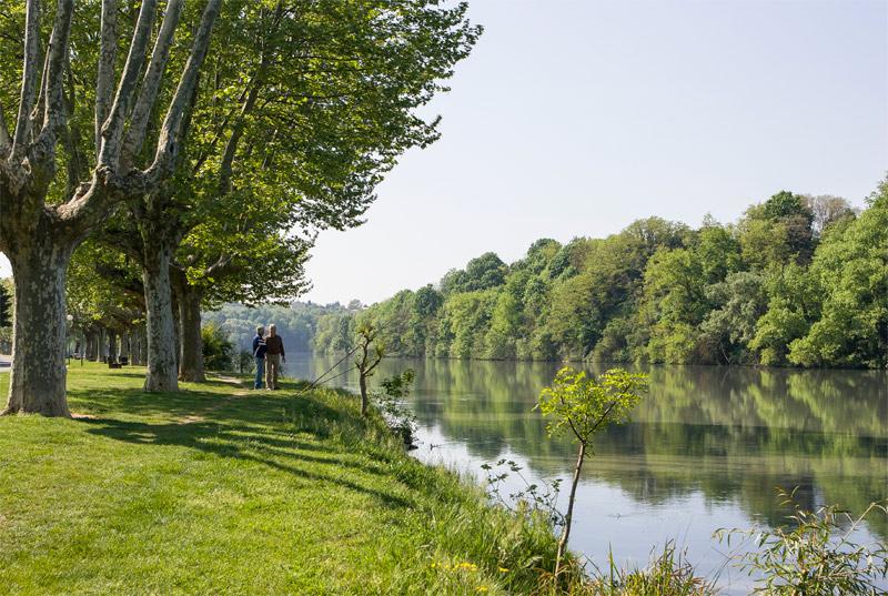 Ribera del río Río Isère en Bourg-de-Péage