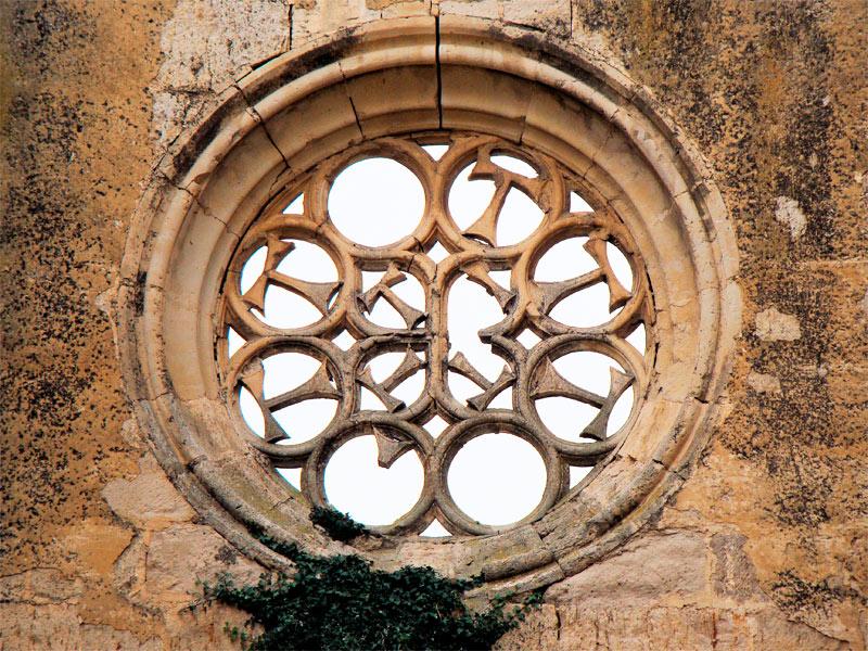 Monasterio de San Antón en Castrojeriz. Rosetón con la tau