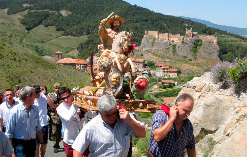 procesion con la imagen del apostol Santiago batalla de clavijo